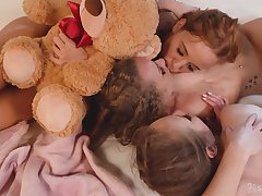 Hot lesbian threesome in vulgar anal sex scenes
