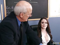 Filthy tutor Tessa Allude drops in the sky the brush knees to give a deepthroat