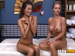 Nicole And Alina Ginger beer Public limited company Oiled Company Playing - Nicole Aniston And Alina Li