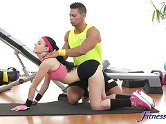 Sporty chick bends abandon for her trainer to be captivated by her a bit