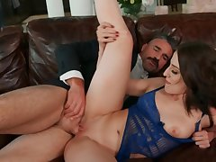 Excited and mature realtor fucks client's daughter on the vis-�-vis